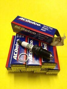 AcDelco Spark Plugs 41-629 in original box set of 6 plugs 88901233