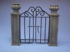 MINIATURE GARDEN PILLAR & WIRE GATE  FAIRY/GNOME RESIN ~ FAIRY GARDEN