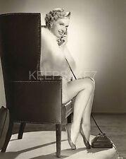 BEAUTIFUL ACTRESS LUANA LEE LEGGY IN A FUR 8 X 10 PHOTO A-LL