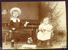 """photo ancienne . enfants avec un jouet ancien  """" chameau """" 1902"""