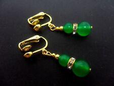 Un par de grano verde jade chapado en oro Pendientes de Clip. Nueva.
