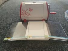 cuttlebug die cutting machine beautiful immaculate and very pretty