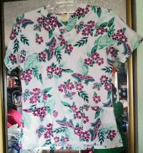 Women's Fashion Seal Healthcare Scrubs Top Size Small S , 2 pockets in front