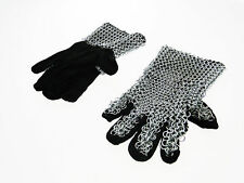 Guanti medievali d'arme con cotta di maglia in velluto nero