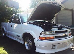 94-04 Chevy S10, S10 Blazer, Sonoma, S-15,  Jimmy,  Bravada Hood Strut Kit