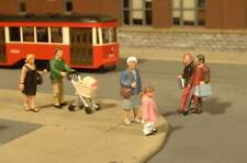 BACHMANN SCENE SCAPES STROLLING PEOPLE HO SCALE