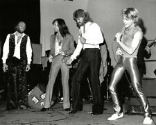 Barry, Robin, Maurice Gibb UNSIGNED photo - K9058 - The Bee Gees and Andy Gibb