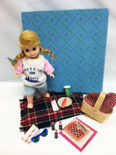 "Madame Alexander 10th MADC Convention CHICAGO PICNIC 8"" DOLL Stand SET in Box"