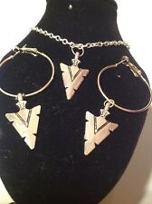 arrow necklace and matching hoop earrings silver plated