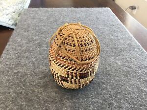 Vintage Native American Indian Basket with lid