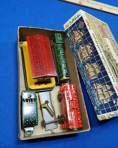 Vintage RANGER TRAIN Tin Litho Set Wind-up w/ Station & 3 Cars Fast Freight lot