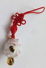 Maneki Neko - kleine Winkekatze als Glücksbringer - mit roten Band - 12 r