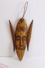 Superbe petit masque en bois ? du Burundi  13 cm