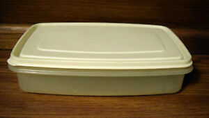 Rubbermaid Servin Saver #6 Rectangular 7 Cups Sheer Container  w Almond Lid