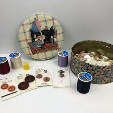 Vintage Sewing Machine / Seamstress Tin With Lot Of Buttons And Thread