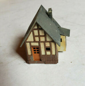 SMALL N SCALE COTTAGE ASSEMBLED