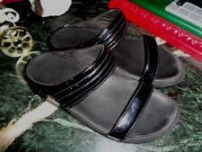 FITFLOPS BLACK PATENT LEATHER 2 STRAP SANDALS 10 EXCELLENT CONDITION W/FLAW