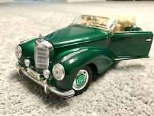 Collectible Car 1:18 Mercedes-Benz 300S. New In Excellent Condition. Green Metal
