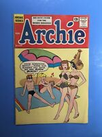 ARCHIE #139 At the Beach: STYLISH SWIMSUIT COVER! Silver Age 1963 Nice!