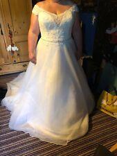 Sacha James stunning Wedding dress, size 20, new unworn