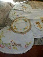 lot=5 napperons anciens faits main brodés couleurs