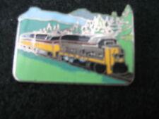 RAILWAY LOCOMOTIVE  Pin Badge  (T13)