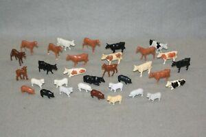 PLASTICVILLE BARNYARD ANIMALS  (30)