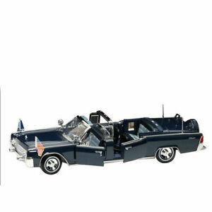 Road Signature 1:24 Diecast 1961 Lincoln X-100 Kennedy Limousine w/ Flags, 24048