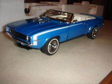DANBURY MINT 1969 CHEVROLET CAMARO RS CONVERTIBLE w DISPLAY CASE Blue/White 1:24