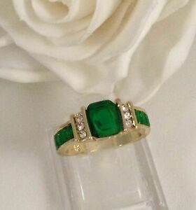 4Ct Cushion Cut Green Emerald Solitaire Engagement Ring In14K Yellow Gold Finish