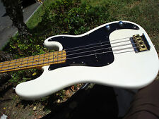 Epiphone by Gibson Bass white P Bass Style with gigbag