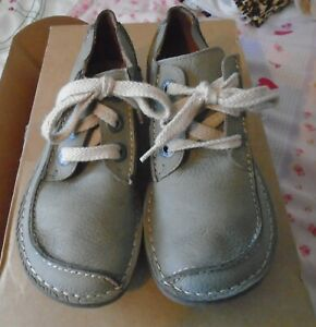 LADIES GENTLY USED  CLARKS ARTISAN SHOES LACE UP GREY FUNNY DREAM COST £69.00
