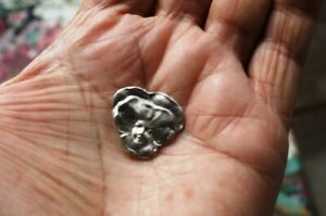 RARE BUTTON SOLID STERLING SILVER GIRL IN FLOWER 925 N/R