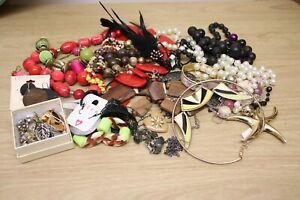 Job lot of costume jewellery, necklaces, earrings, bracelets, brooches over 1kg