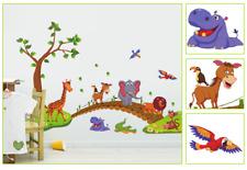 Wandtattoo niedliche Tiere auf Brücke im Wald Löwe Elefant Baum Wandsticker Deko