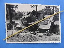 Foto Westfront 1940 Frankreich abgeschossener französischer Panzer Spähwagen