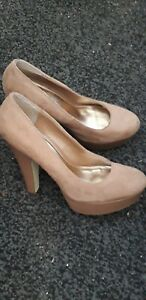 ladies shoes size 7 high heels used..Good condition