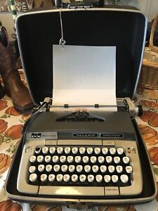 Smith-Corona Galaxie Deluxe typewriter 1970 w/case Key Works GREAT Vintage NICE!