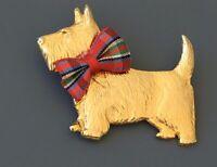 Vintage Scotty Terrier dog brooch in gold tone metal