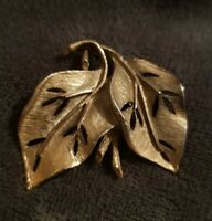 Vintage Signed Hollywood Jewellery Goldtone twin double Leaf Nature Brooch Pin