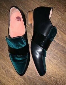Bared Raven Leather flats with vibrant green colour Flats Size 38/7 EUC
