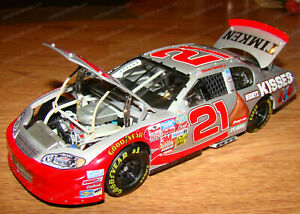 Kevin Harvick #21 Hershey's Kisses 2002 Monte Carlo Action/Elite 1:24 898/1008