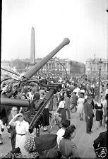 Libération de Paris canon bouquet foule - Ancien négatif photo juin 1944