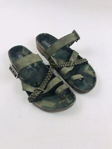 SAM & LIBBY Camouflage Double Strapped Slip On Mule Slide Sandals Size 8