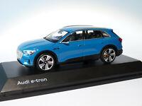 Audi e-tron  au 1/43 de  SPARK réf 5011820631 bleu Atigua