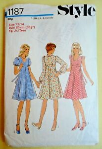 Vintage 1970s Style Sewing Pattern. Girls/Teenagers Dress.