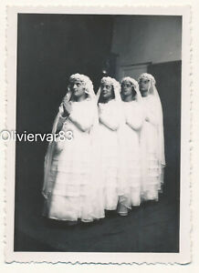 Vintage photo 1940s - group of 4 girls in Catholic communion dress in a row