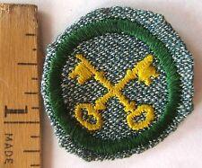 Vintage Girl Scout 1947 HOUSEKEEPER BADGE Homemaker Crossed Keys Patch WHITE