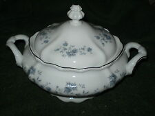 JOHANN HAVILAND TRADITIONS BLUE GARLAND COVERED CASSEROLE OR VEGETABLE DISH