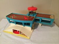 Fisher Price Little People Play Family Airport 1972 Vintage #996 Play Set
